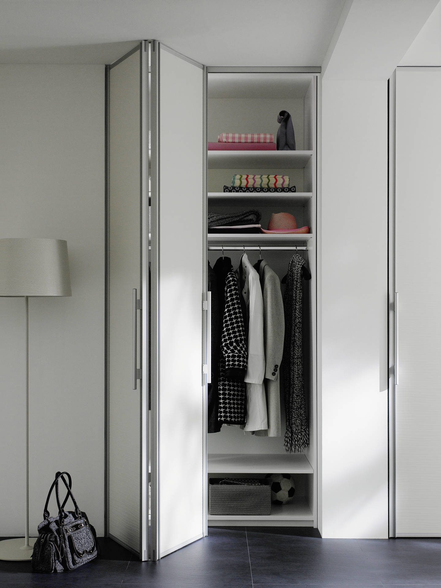 raumplus_folding-door_wardrobe